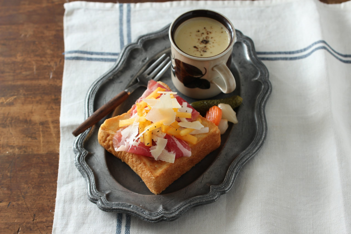 柿と生ハムのトースト | フードスタイリスト 河合真由子